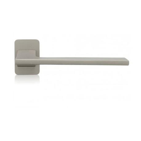 Door Handle Terry to the door aluminum and steel