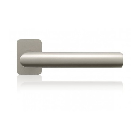 Door Handle Terry to the door aluminum and steel